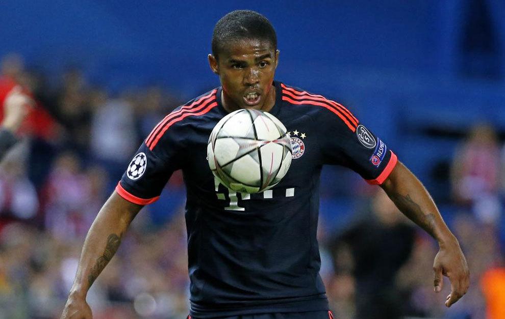 Douglas Costa, en un partido con el Bayern.