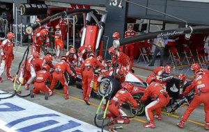 Ferrari realiza un cambio de ruedas en el Gran Premio de Gran...