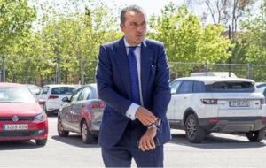 El presidente, Quico Catal�n (41), en el parking de Ciutat de...