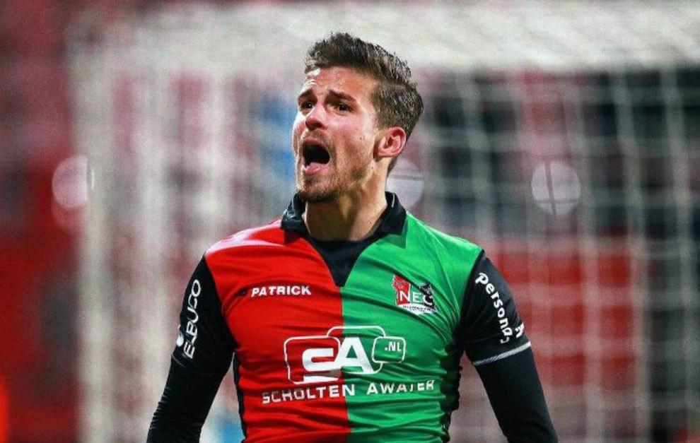 Santos celebra un gol con el NEC.
