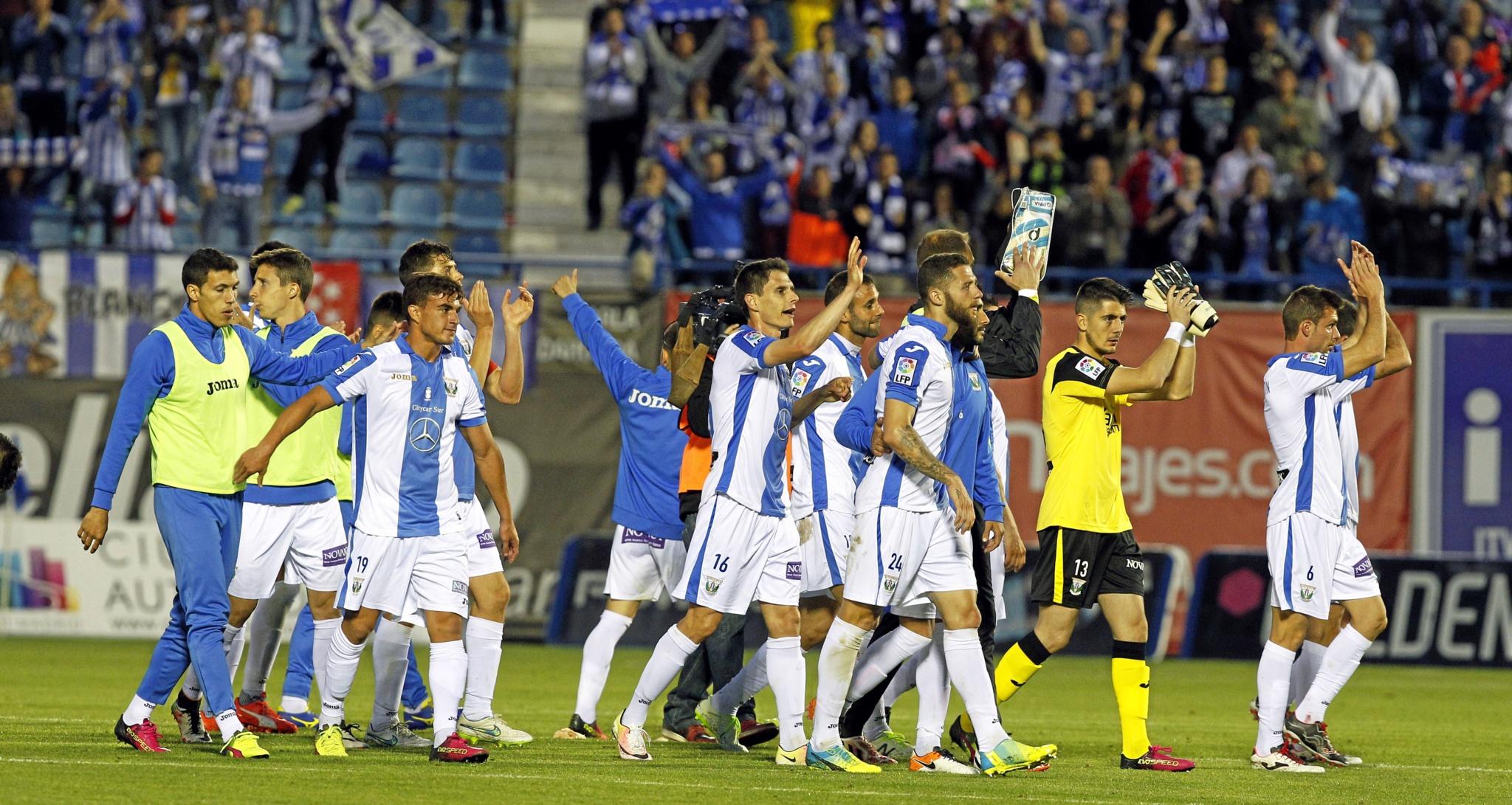Jugadores del Leganés tras un encuentro en el Estadio de Butarque.