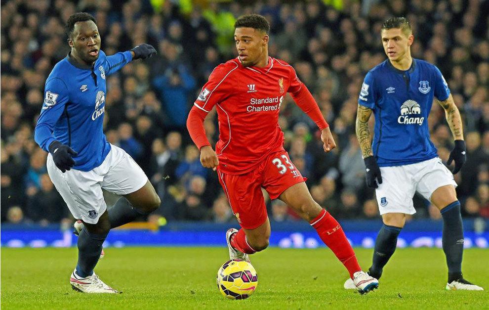 Ibe, con el Liverpool, en un partido ante el Everton.