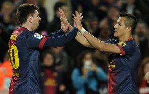 Messi celebra un gol con Alexis durante su etapa en el Barcelona.