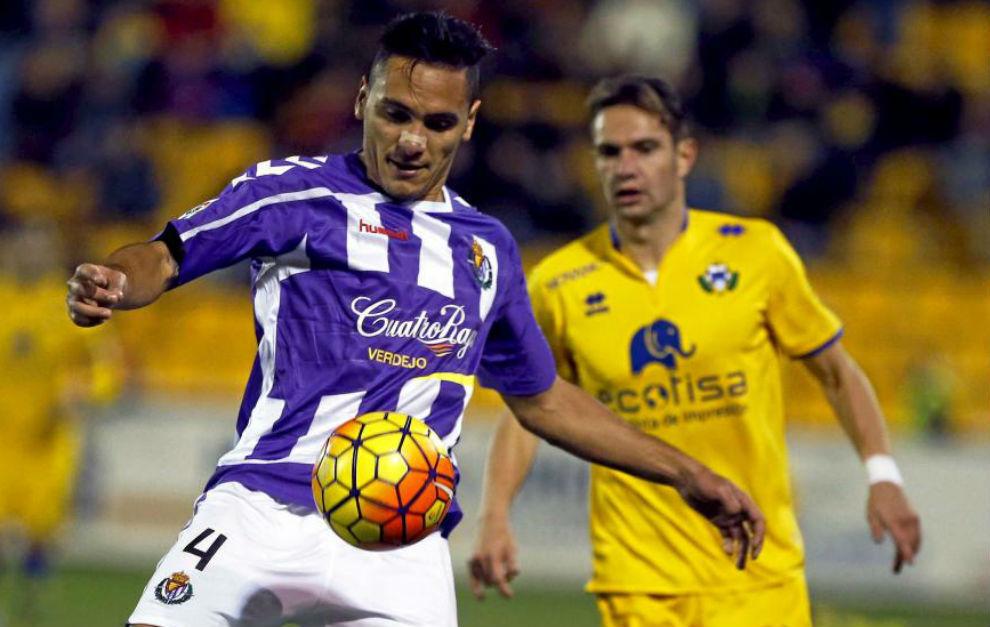 Marcelo Silva controla un balón, en un partido con el Valladolid.