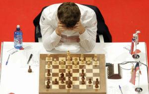 Carlsen, ante un ausente So, piensa antes de realizar su novedad...