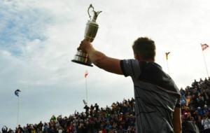 Stenson muestra su trofeo