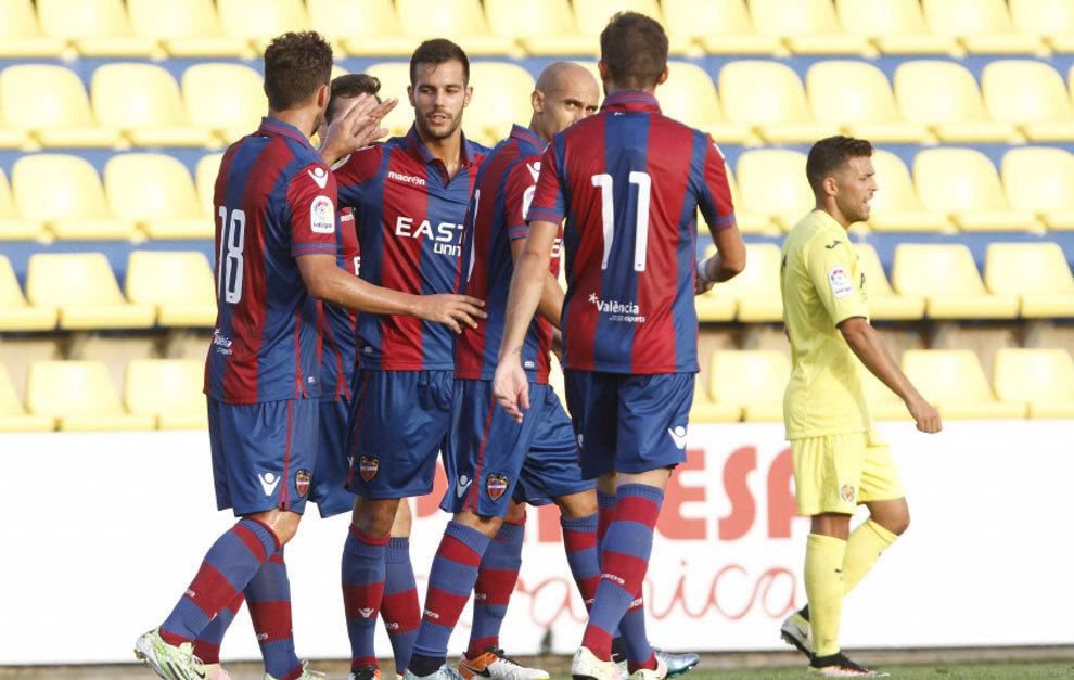 Los jugadores del Levante celebran uno de los tantos de Casedesús