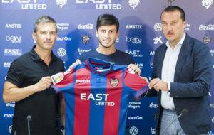Javier Espinosa abandona la disciplina del Villarreal para unirse al...