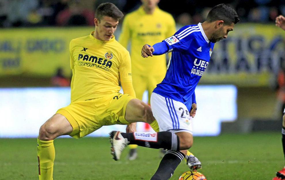 El lateral durante un encuentro con el Villarreal