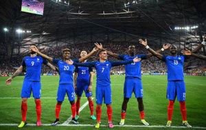 Los jugadores de Francia celebran durante un partido de la Eurocopa.