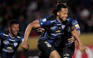 Arturo Mina celebra el gol que marcó a Nacional en la final de Copa.