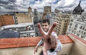 Roberto Trashorras posa para MARCA con la Gran V�a madrile�a de...