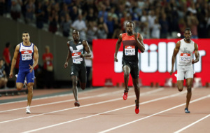 Bolt  in action on his way to win the Men's 200m