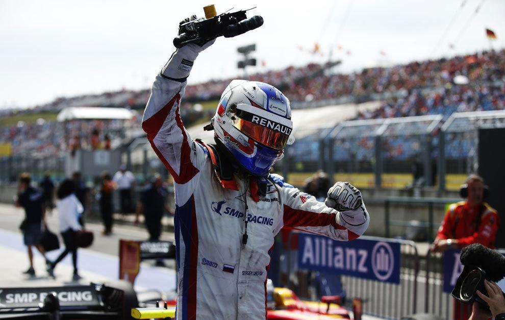 Sirotkin, celebrando su victoria en Hungría