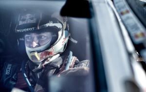 Carlos Sainz, al volante del Peugeot 2008 DKR