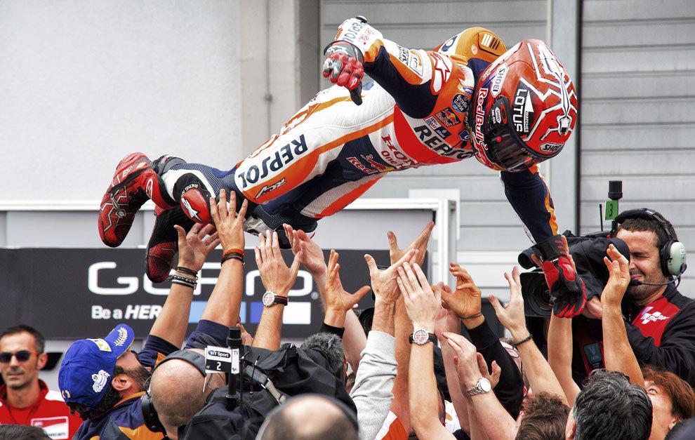 Márquez celebrando la victoria en Alemania