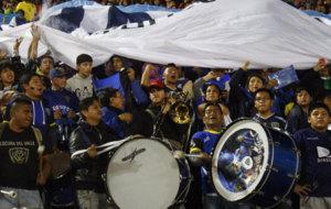 Aficionados alentando a Independiente del Valle.