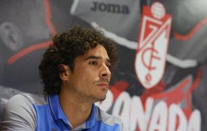 Ochoa, durante su presentaci�n como nuevo jugador del Granada.