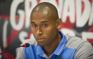 Gabriel Silva responde ante los medios en su presentaci�n con el...
