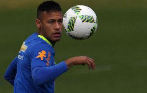 Neymar entrena con la selecci�n brasile�a que ir� a los Juegos.