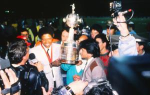 Maturana, con el título de campeón de la Copa Libertadores en 1989.