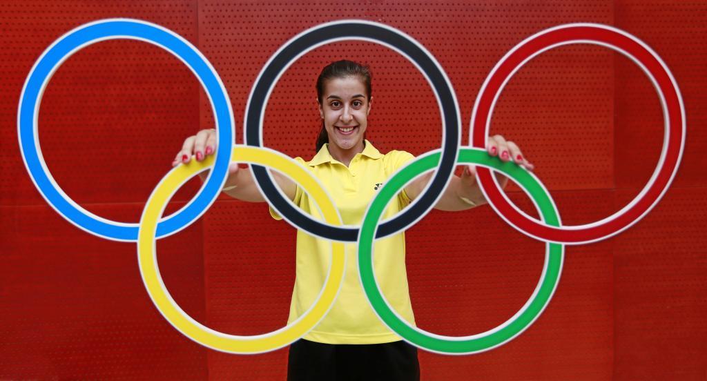 Carolina Marín posa para MARCA con los aros olímpicos