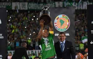 Alexis Henríquez levanta el título de campeón