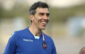 El entrenador del Levante, Juan Ram�n L�pez Mu�iz (47), durante un...