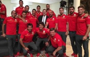 Los jugadores y técnicos de la selección masculina de rugby a 7 con...