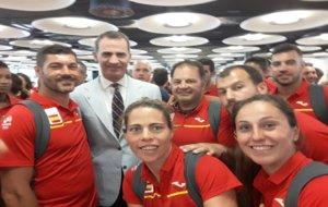 María Ribera, en el centro, junto a los seleccionadores nacionales y...
