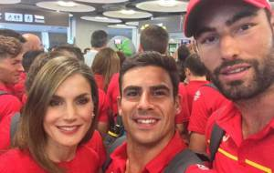 I�aki Villanueva junto a su compa�ero Paco Hern�ndez y la Reina...