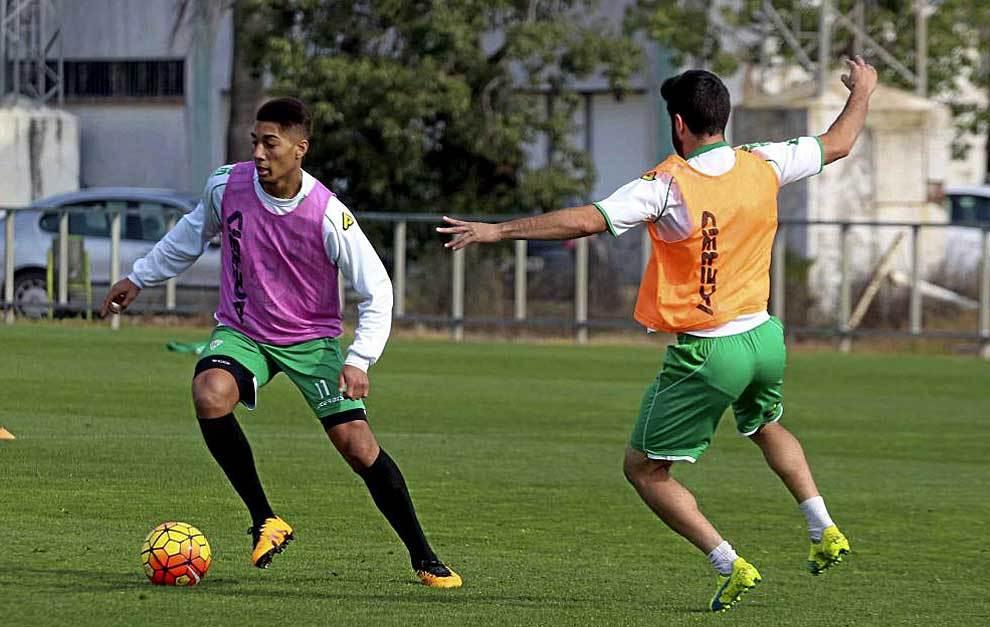 Eddy Silvestre, durante un entrenamiento con el Córdoba de este año