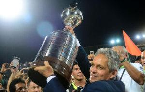 Rueda levanta la Copa Libertadores.