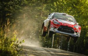 Meeke afrontando uno de los tramos del Rally de Finlandia