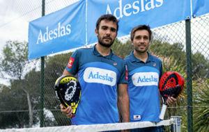 Fernando Belastegu�n y Pablo Lima posan para un reportaje en MARCA.