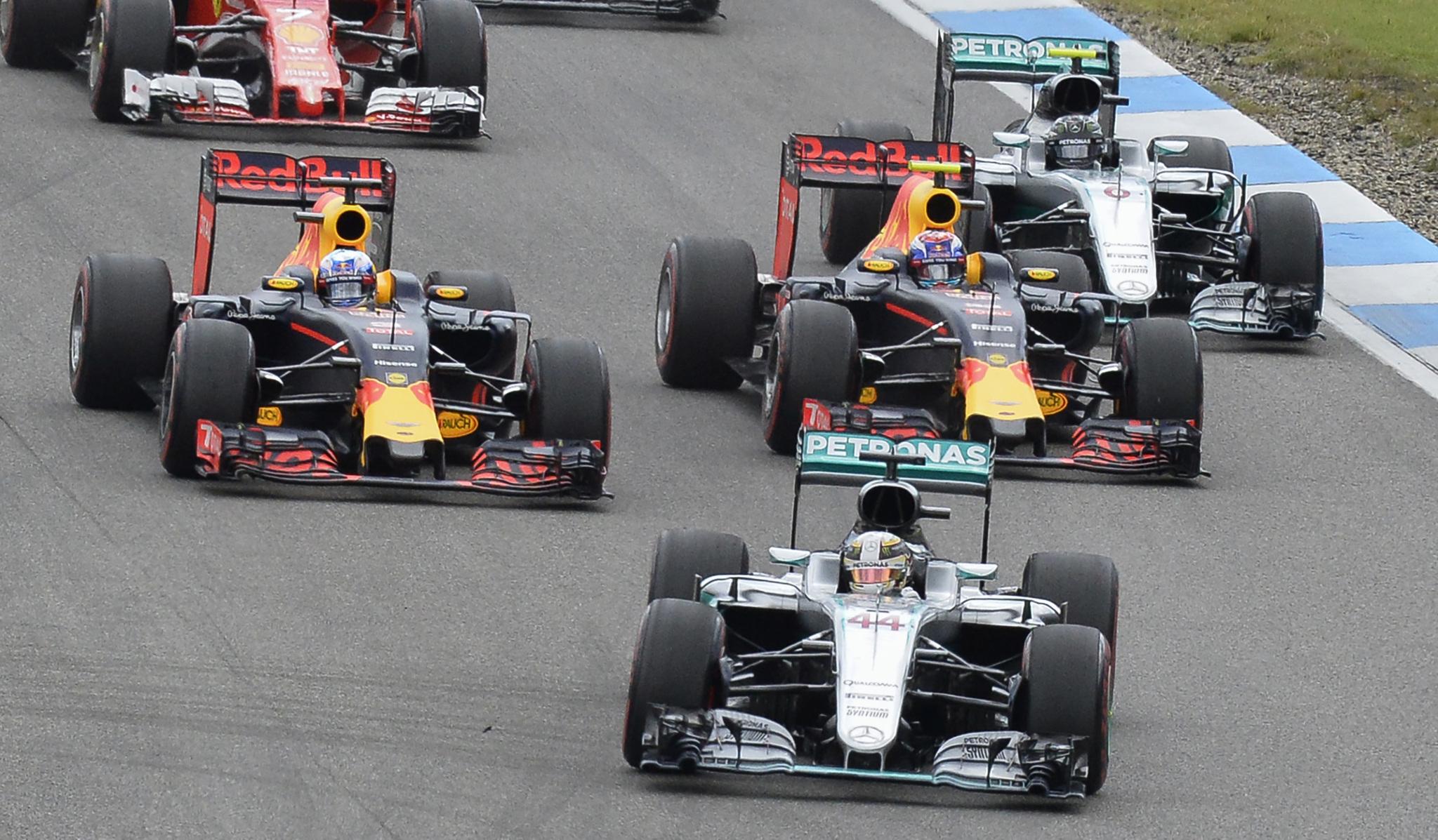 Rosberg, superado por los Red Bull y Hamilton