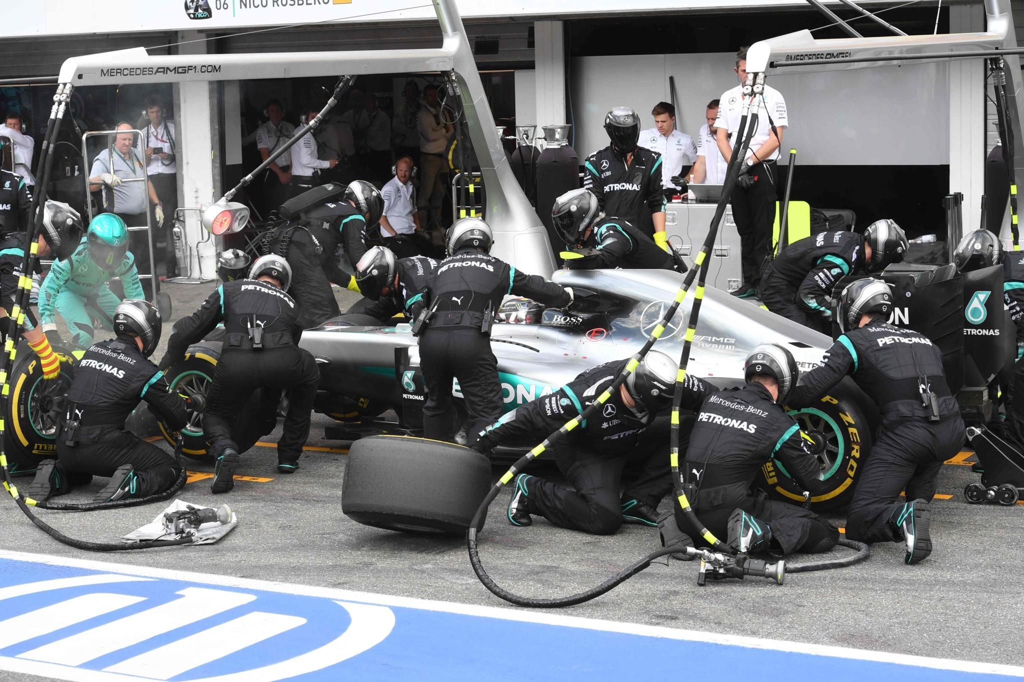 Rosberg, en su eterna parada en boxes