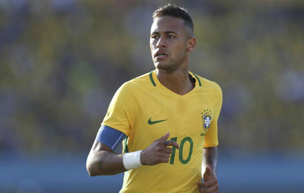 Neymar con la camiseta de su selección