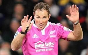 Glen Jackson, dirigiendo un encuentro del Super Rugby