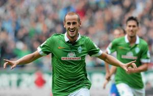 G�lvez. celebrando un gol con el Werder Bremen.