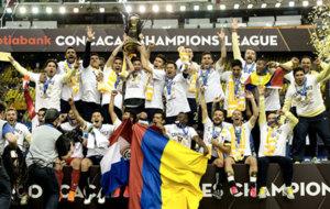 América celebra el título de la Concachampions 2015-16.