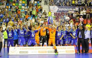 Los jugadores de Inter Movistar celebrando el t�tulo de la temporada...