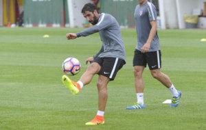 Ra�l Garc�a durante un entrenamiento con el Athletic