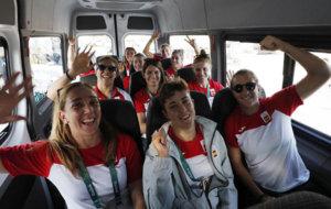 Las leonas en el microbus de camino al Corcovado