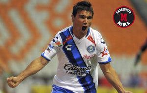 Alustiza celebra un gol con el Puebla.