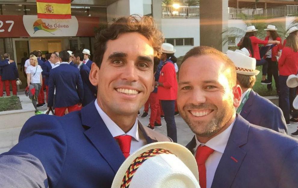 Rafa Cabrera-Bello se toma un 'selfie' con Sergio García antes del...