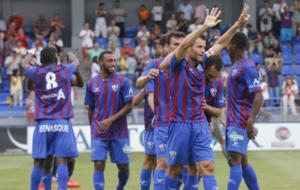 Los jugadores del Huesca, celebrando un tanto en esta pretemporada.