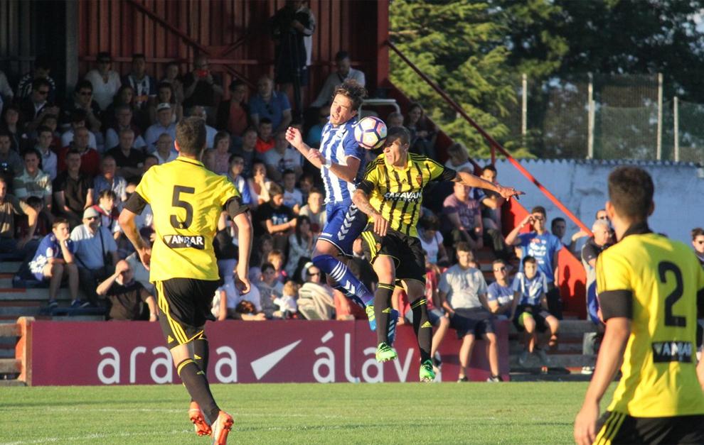 Un lance del encuentro entre Alavés y Zaragoza.