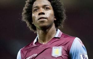 S�nchez en un partido con el Aston Villa.