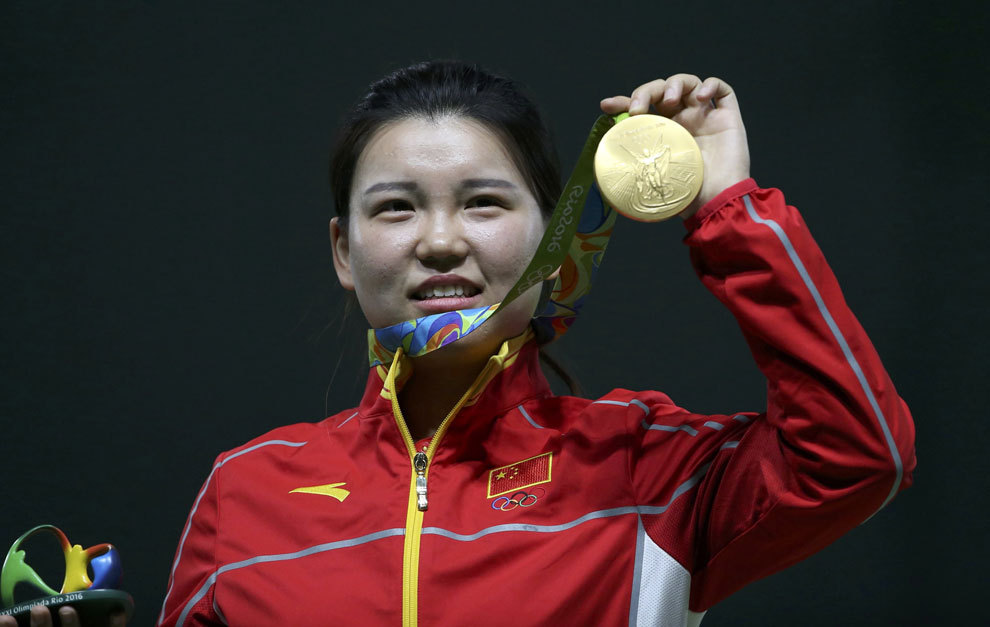 Zhang Mengxue with her medal.